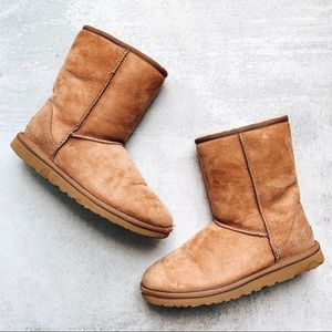 UGG • Chestnut Classic Shearling Lined Short Boot
